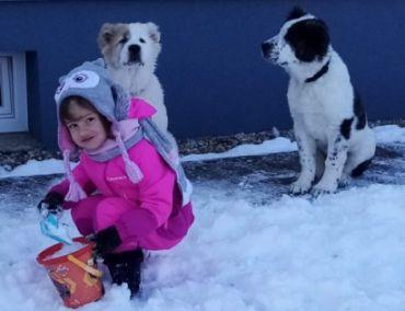 Zdenka, Karol a Natálka si užívajú sneh